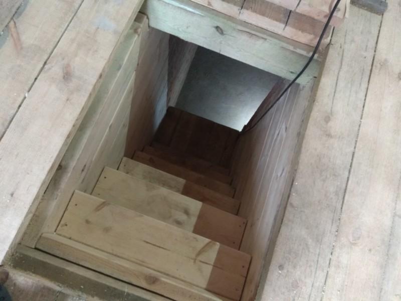 спуск в погреб (обустройство лестницы)