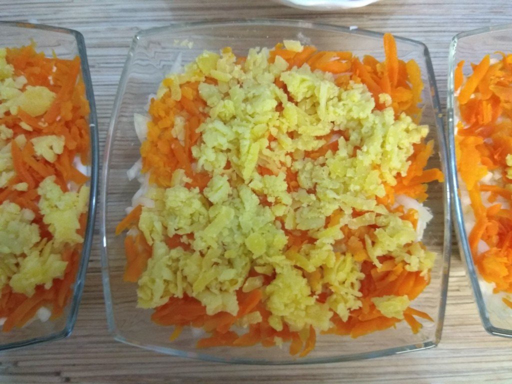 Картофель поверх моркови
