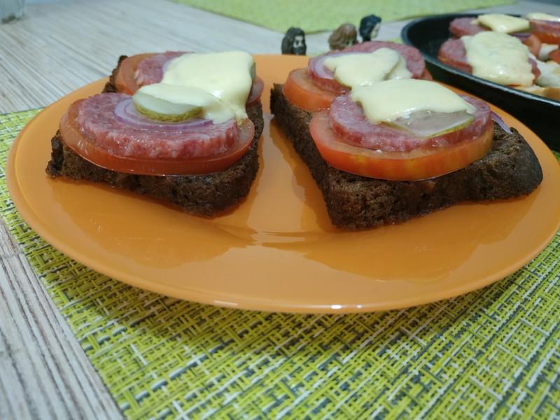 Вкусный и простой бутерброд готов!