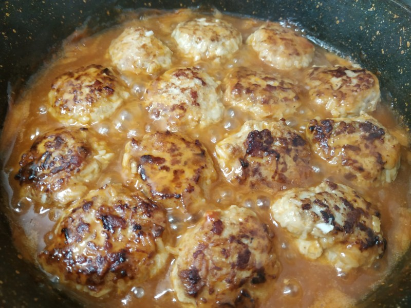 Готовим соус для тефтелей