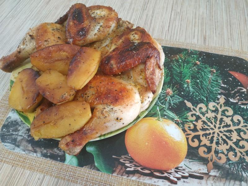 Курица в духовке целиком с хрустящей корочкой и картошкой