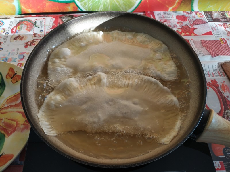 Жарим чебуреки на сковороде